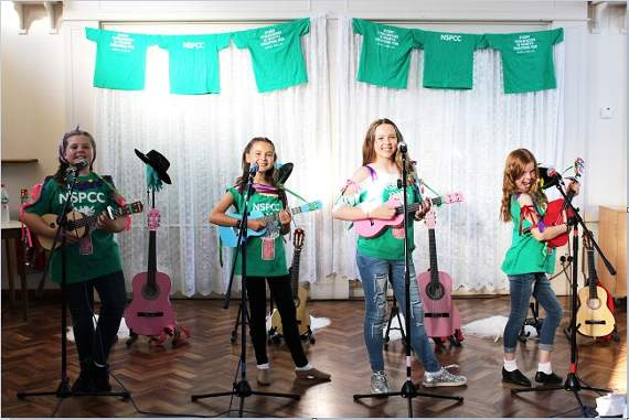 All-girl quartet Soda Pop! perform S Club 7 song for NSPCC's Childline in Romford
